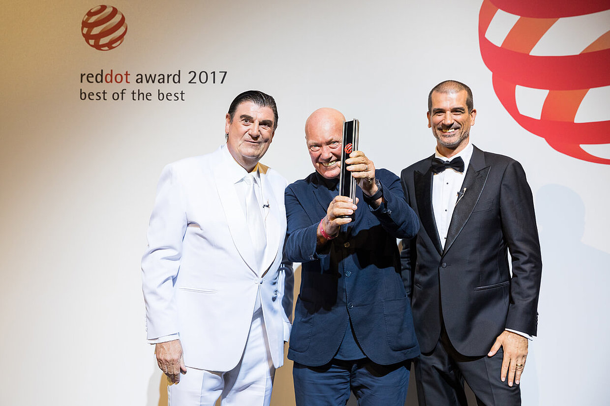 Jean-Claude Biver together with Prof. Dr. Peter Zec (left) and juror Aleks Tatic (right) during the award ceremony 2017