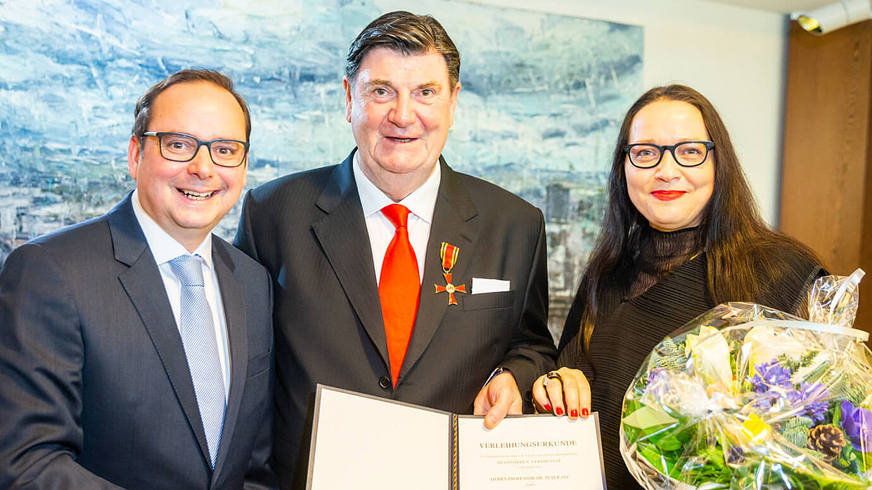 Lord Mayor Thomas Kufen with Peter Zec and his wife Jana Zec