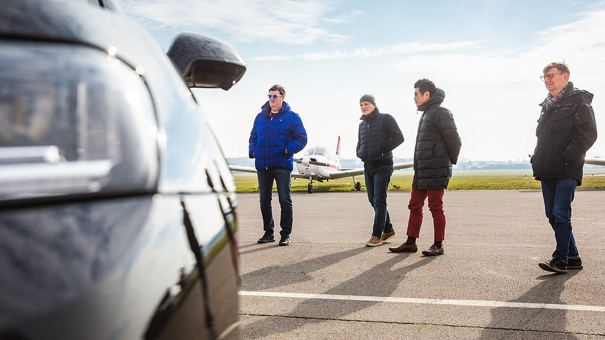 Professor Dr. Peter Zec, Lutz Fügener, Ken Okuyama and Martin Darbyshire during the assessment of a car