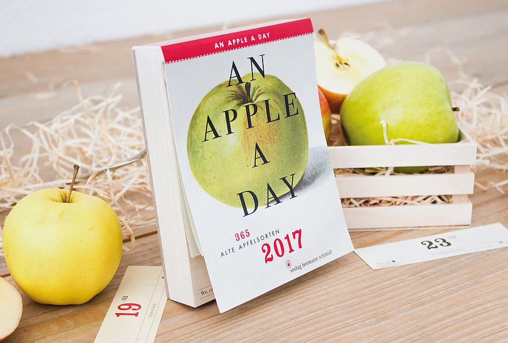 An Apple a Day Calendar 2017   Red Dot Design Award