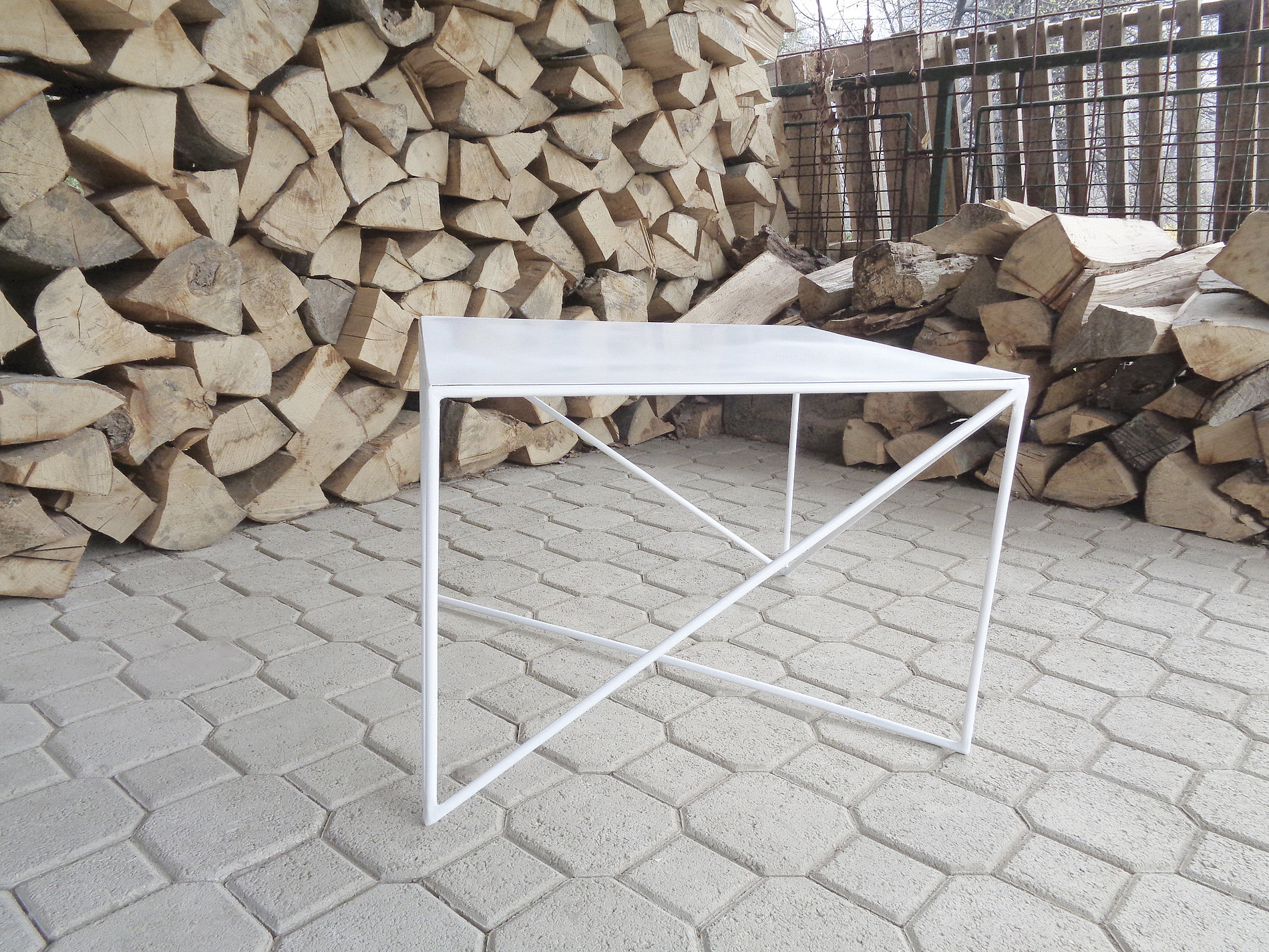 Lines Low Tables | Red Dot Design Award