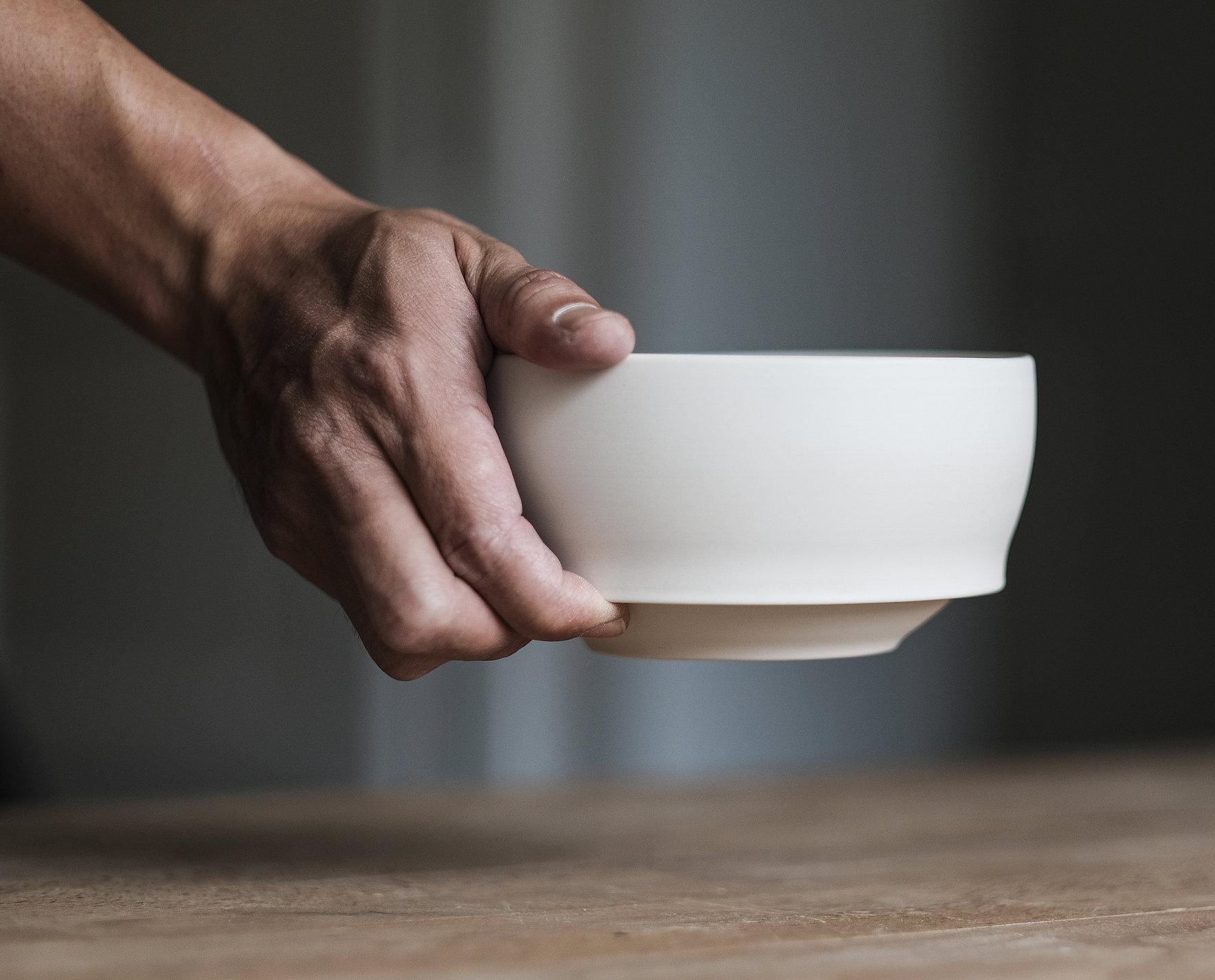 Waist Bowl - Intuitive Ergonomic Bowl | Red Dot Design Award