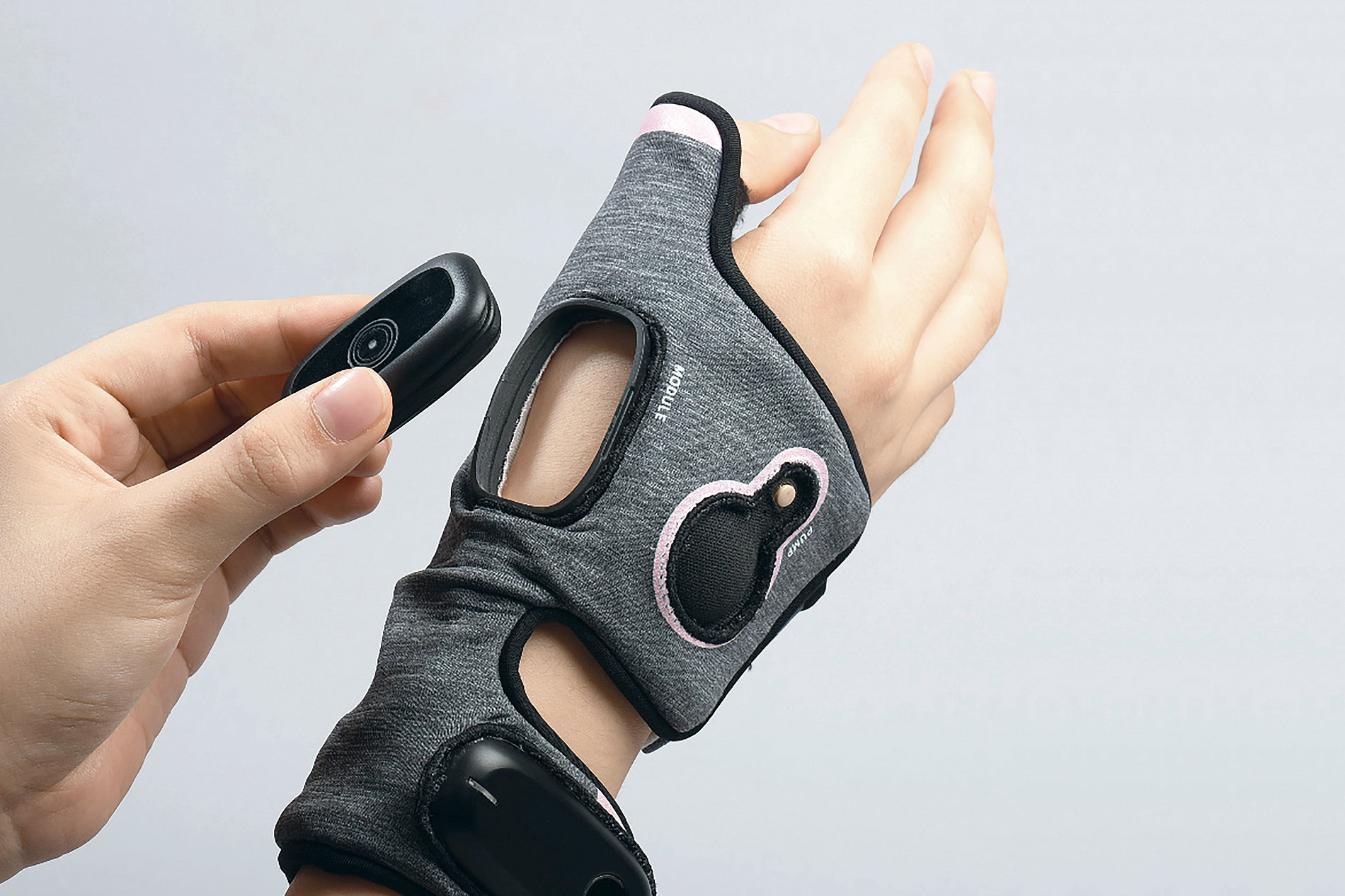Smart Hand Care Device | Red Dot Design Award