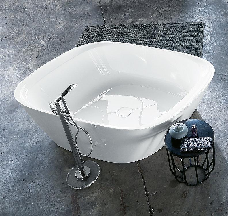 VIGOUR vogue asymmetric bathtub | Red Dot Design Award