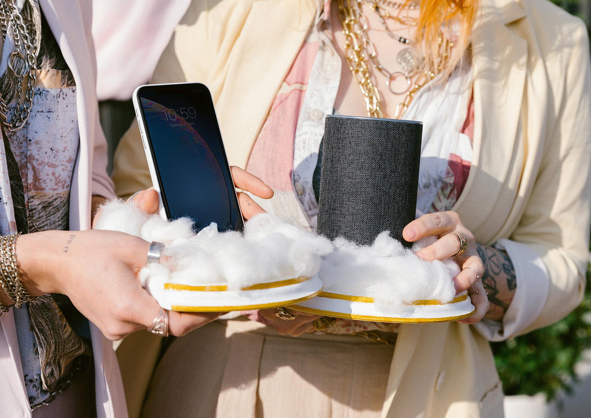 The Wedding of Siri & Alexa | Red Dot Design Award